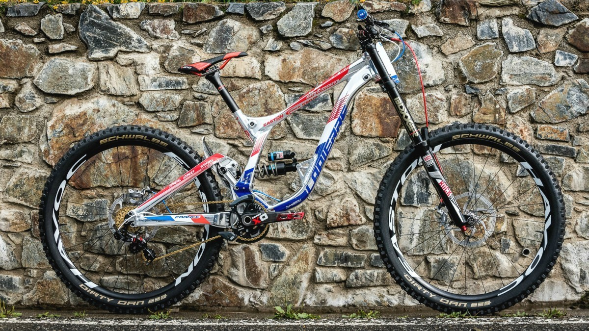 c397e928c04 An incredible showpiece for Lapierre's savoir-faire, the Team help develop  their MTBs to benefit from the cutting edge technology. Our latest DH model,  ...