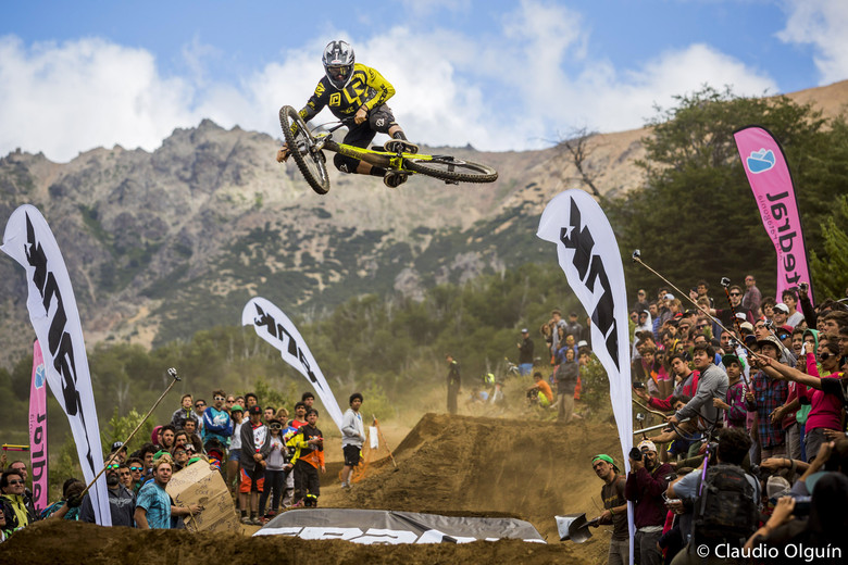 South America's top DH and FR athletes were invited to compete, earning points for amplitude, style, degree of whip and landing. Riders hit a three pack of jumps including a 40ft sender to showcase their moto-whip skills.