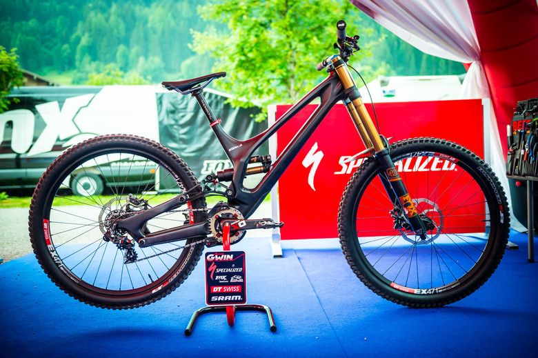 Gwin's Specialized Demo before his chain went flying off. - Photo: Johan Hjord
