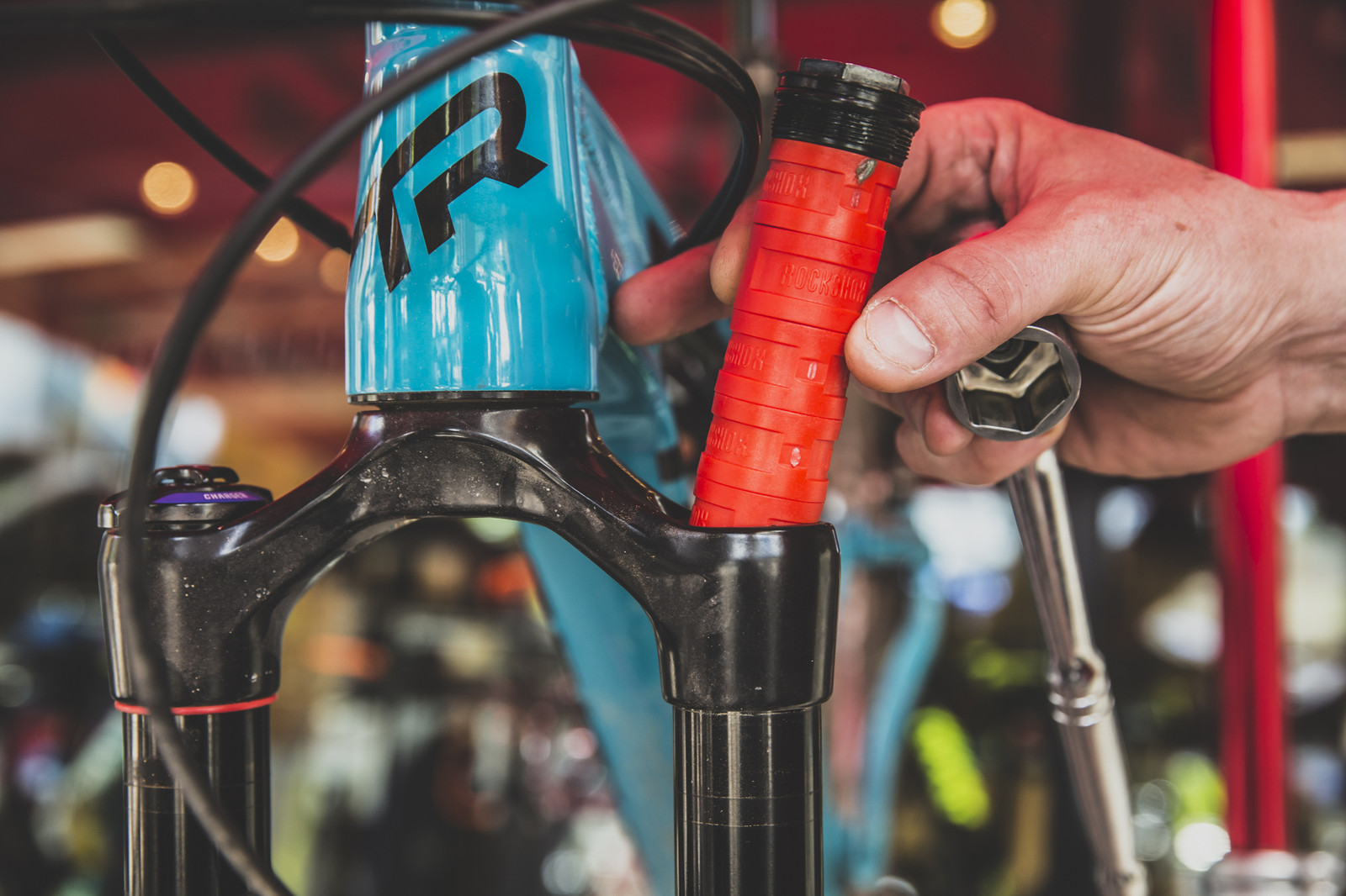 Video Comparison of RockShox Bottomless Tokens in a Pike Fork