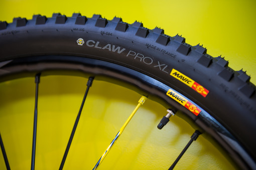 0d339388348 ... more aggressive while the rear tire is the existing Quest Pro XL.  Weight for the wheelset is 1,700g, and the combo wheel / tire set retails  for €1,000.