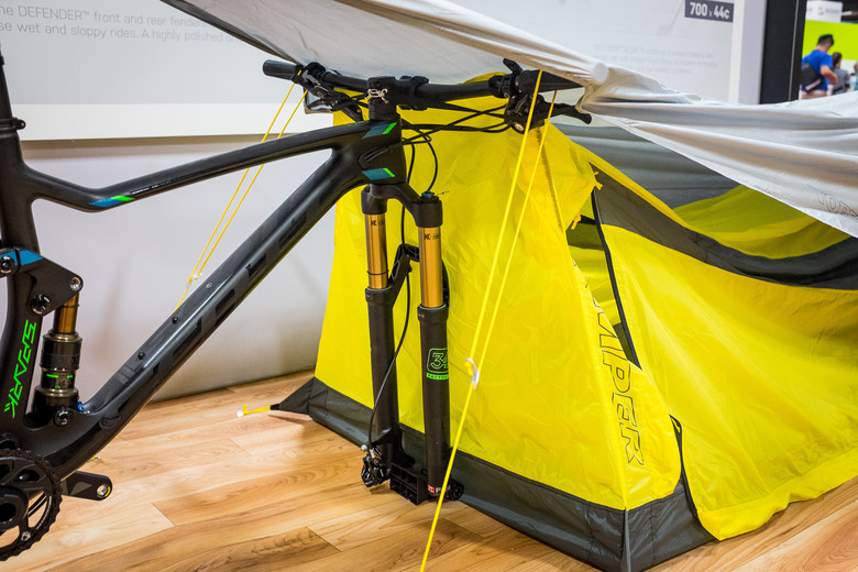 Topeak updated the tent to fit up to a regular sized 29-inch mountain bike tire which also means itu0027s 27.5+ compatible. Whatu0027s unique about this tent is it ... & Topeak BikePacker Tent - INTERBIKE - 2017 Mountain Bike Components ...