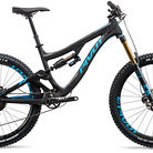 C138_2017_pivot_firebird_carbon_black_blue_with_team_xtr_1x