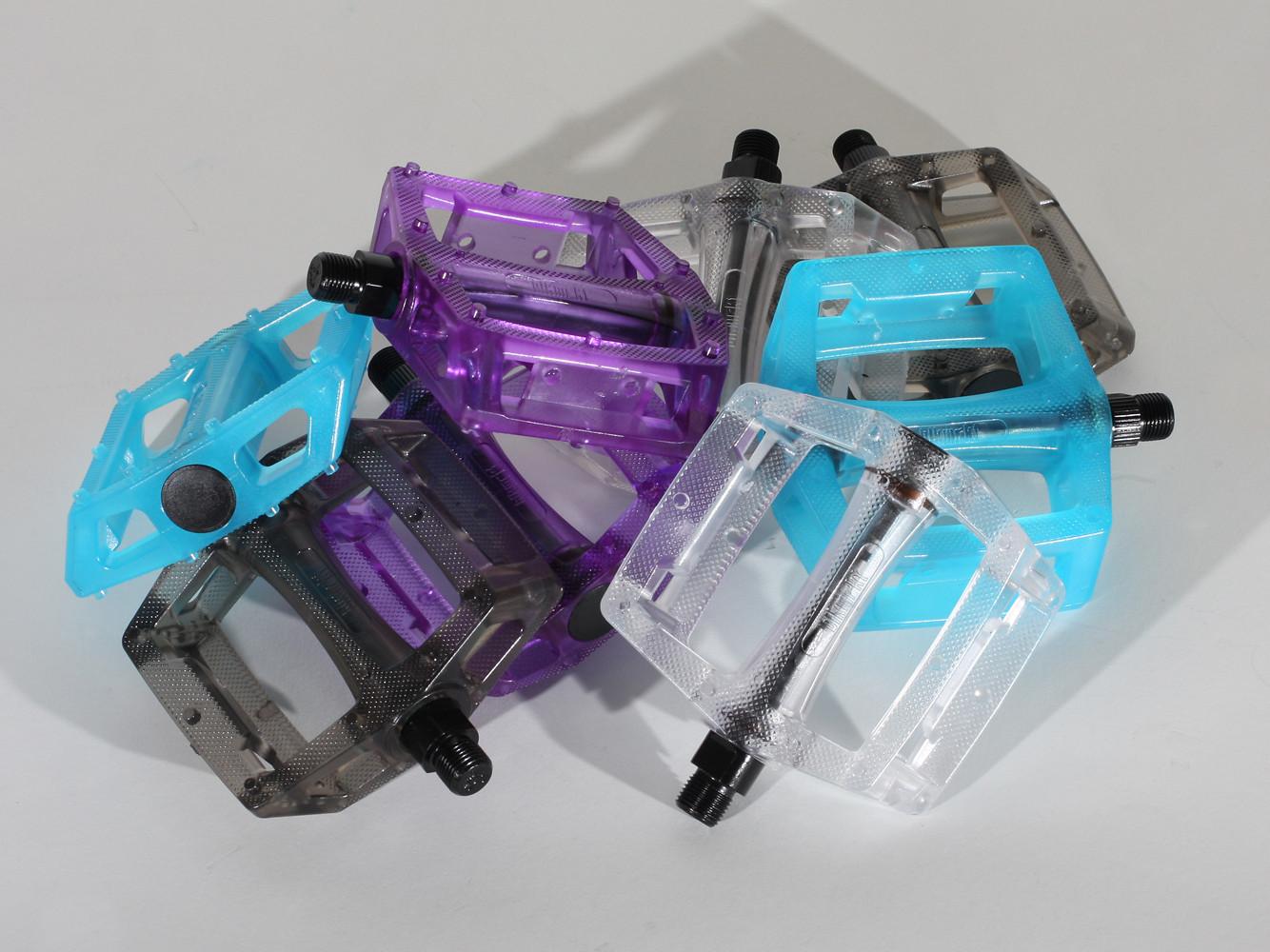 Black Market C4 Plastique Flat Pedal pile O pedals