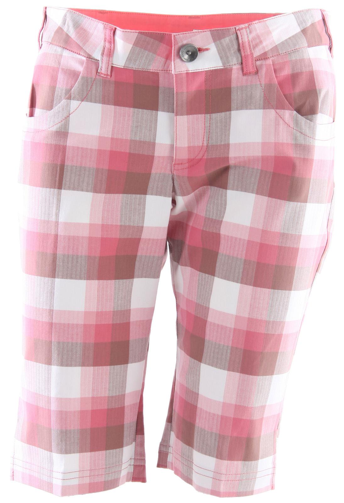 Oakley Walk Shorts Coral Pink  okly-walkshort-shorts-wmns-coralpink-11.jpg