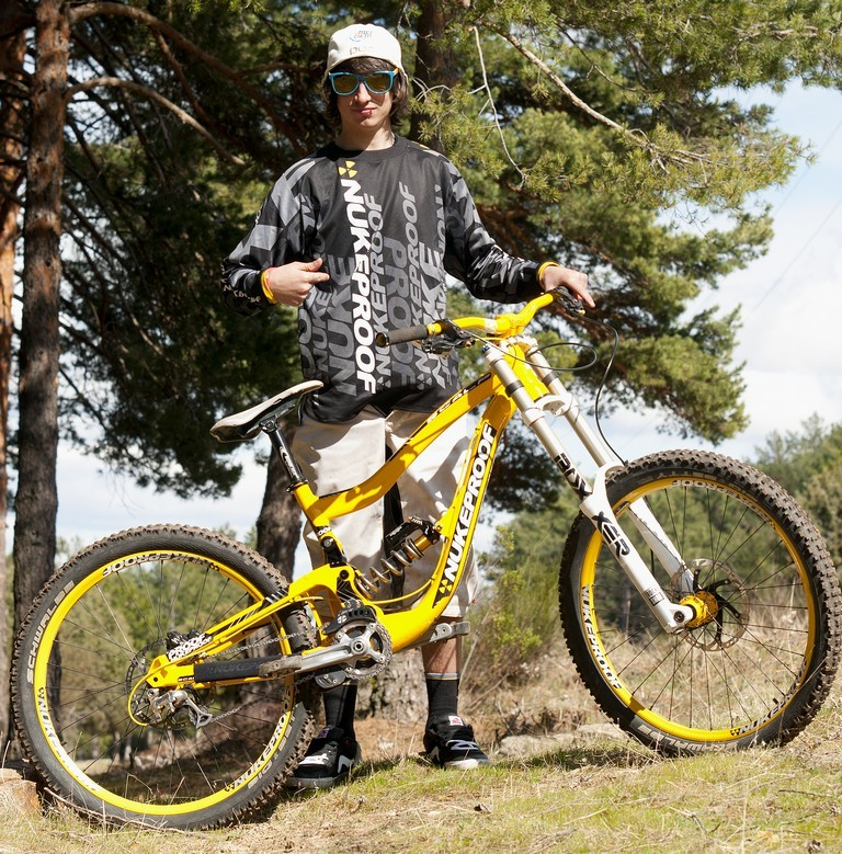 "Nukeproof to Partner with the Spanish ""DirtyFlows"" Team"