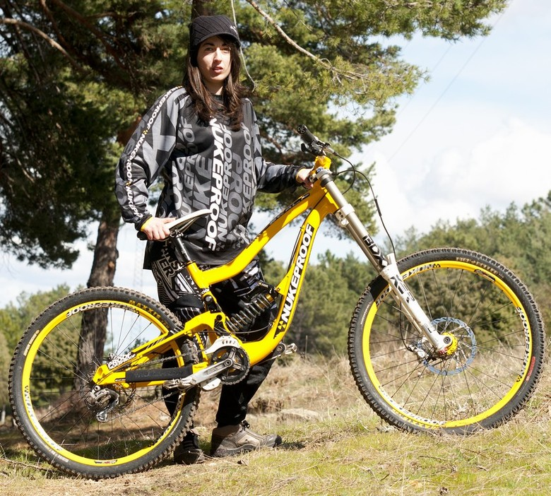 """Nukeproof to Partner with the Spanish """"DirtyFlows"""" Team"""