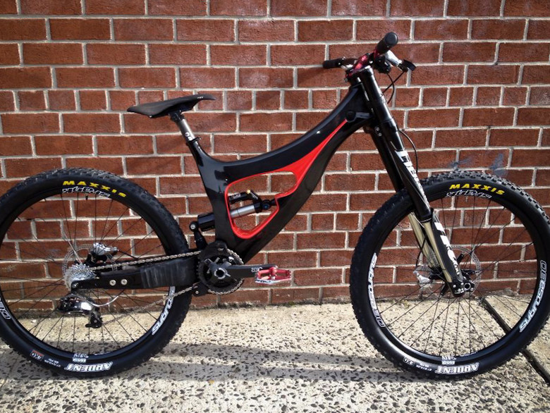 The second generation of the Morpheus DH bike. This rig features internal cable routing, infinite travel, bottom bracket height, chainstay length, and head angle adjustments (within a specified range), as well as zero chain growth thanks to the concentric BB pivot. It's shown here with 27.5-inch wheels.