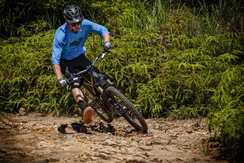 Ixs Flow Knee Pads Reviews Comparisons Specs Mountain Bike