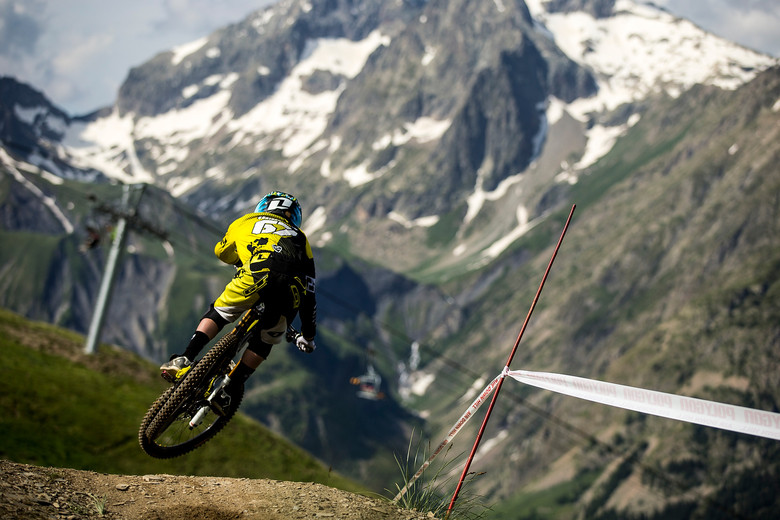 Taylor earlier that day before his Air DH crash at Crankworx Les 2 Alpes. Photo by Sven Martin