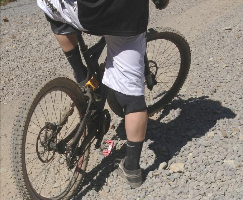 SPY SHOT! Prototype Specialized DH Bike