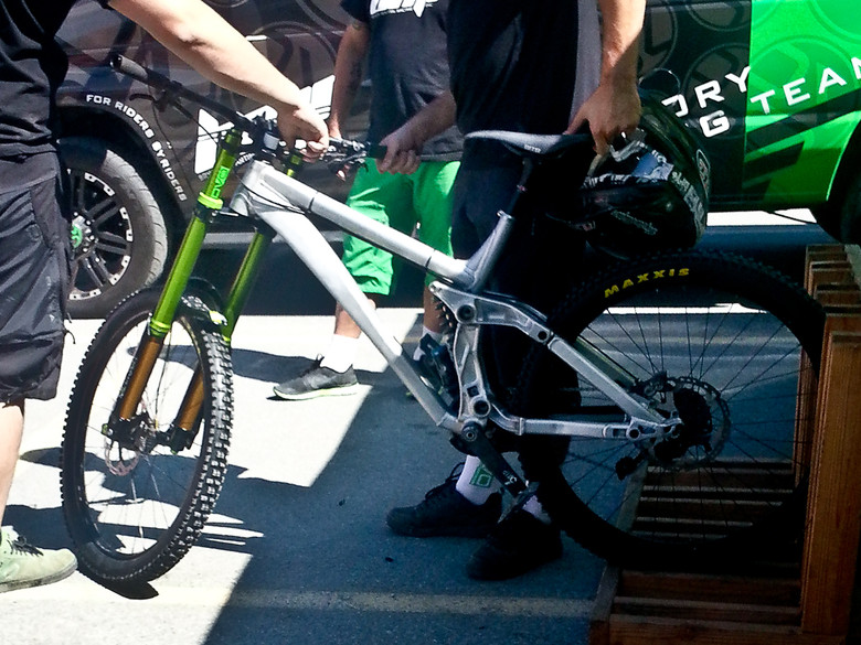 SPY SHOT! Unmarked Prototype 650B DH Bike Spotted at Crankworx