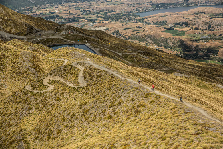 Queenstown has a lot to offer any rider. DH, DJ, freeride and of course XC/trail/enduro. From the peak there are two tracks, one of which is more forgiving with less fall line and more turns allowing for better testing of the gears into and out of corners and on long rough straight aways.