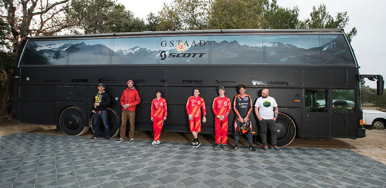 The 2014 Gstaad-SCOTT DH team line-up in front of its legendary Black Pearl.