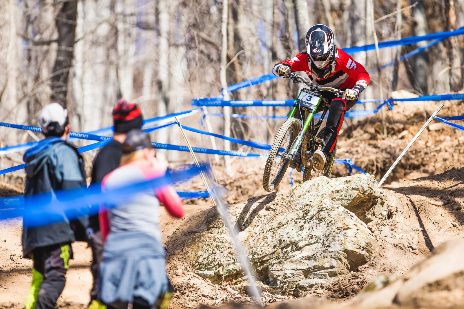 Isak Leivsson pushing to 2nd place.