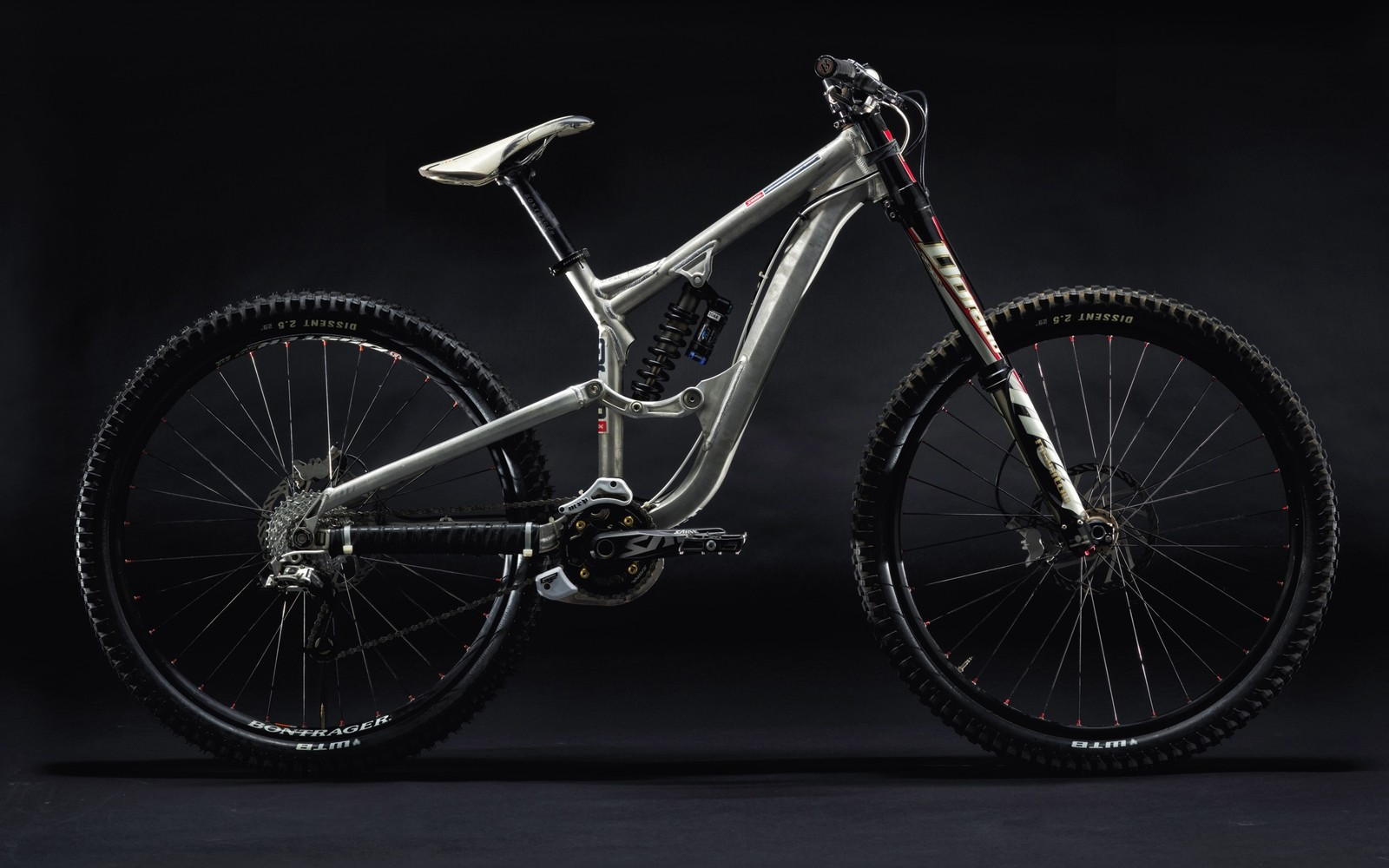 2009 29er prototype with 180mm travel, a 64.5-degree head angle and 440mm chainstays.