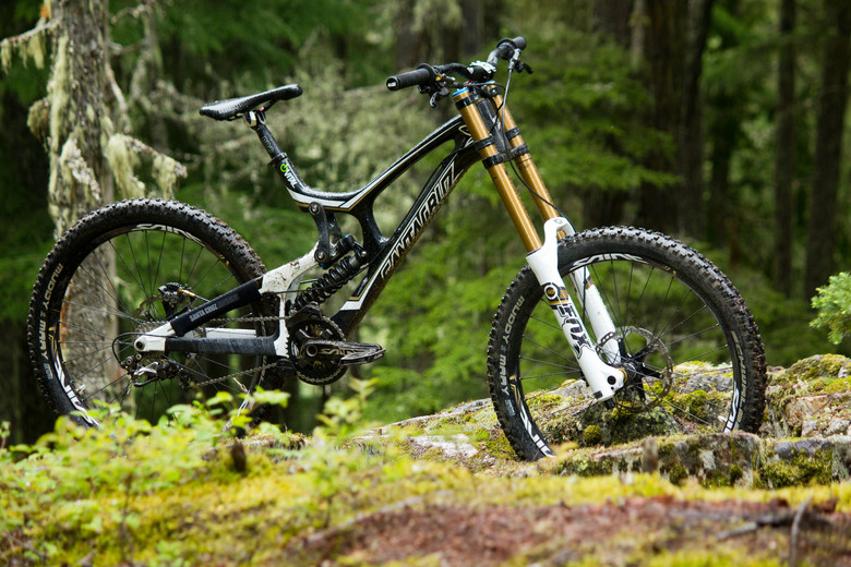 First Look: Vital's Pre-Production Shimano Saint Equipped V-10 Carbon - First Look: Vital's Pre-Production Shimano Saint Equipped V-10 Carbon - Mountain Biking Pictures - Vital MTB
