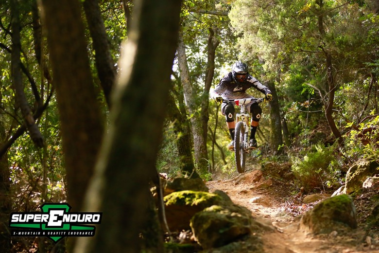 Dan Atherton Wins the Superenduro at Finale Ligure - Superenduro PRO6 at Finale Ligure - Mountain Biking Pictures - Vital MTB