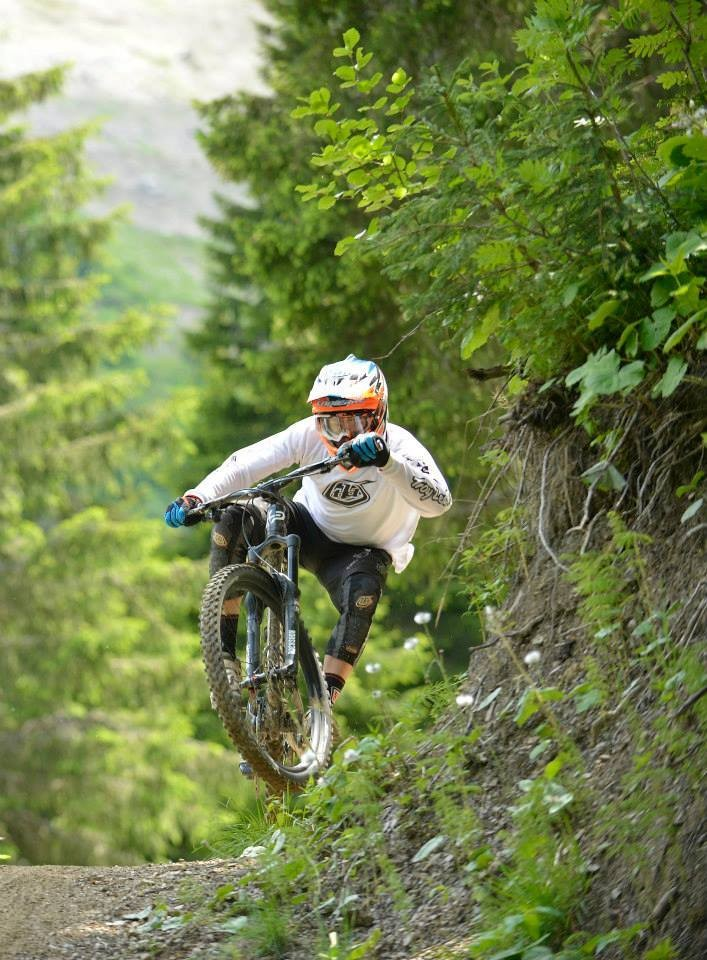 Nico Vouilloz Pinning It - Sneak Peek: Lapierre's 2014 Spicy 650B, Zesty AM 650B, and Zesty Trail 29er - Mountain Biking Pictures - Vital MTB