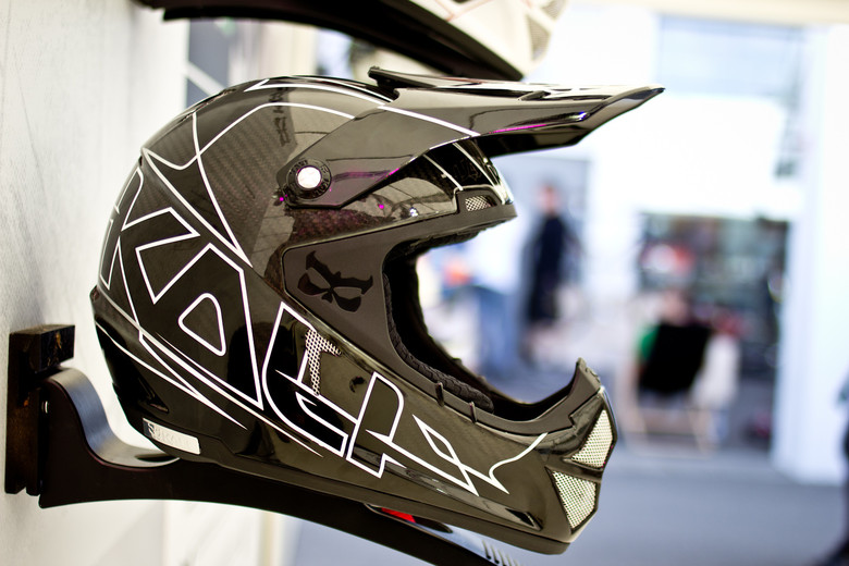 2014 Kali Shiva - World's Lightest DOT Certified Full-Face Helmet? - 2014 Mountain Bike Apparel & Protection at Eurobike 2013 - Mountain Biking Pictures - Vital MTB