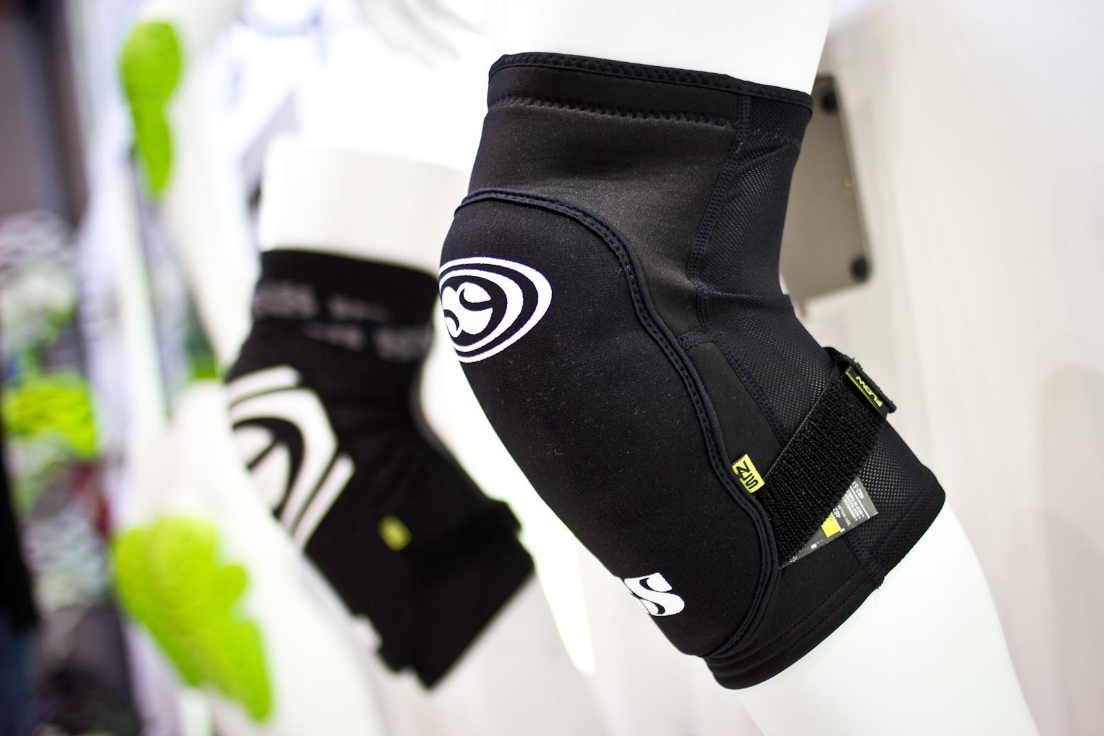 iXS Flow Series Knee Pads - 2014 Mountain Bike Apparel & Protection at Eurobike 2013 - Mountain Biking Pictures - Vital MTB