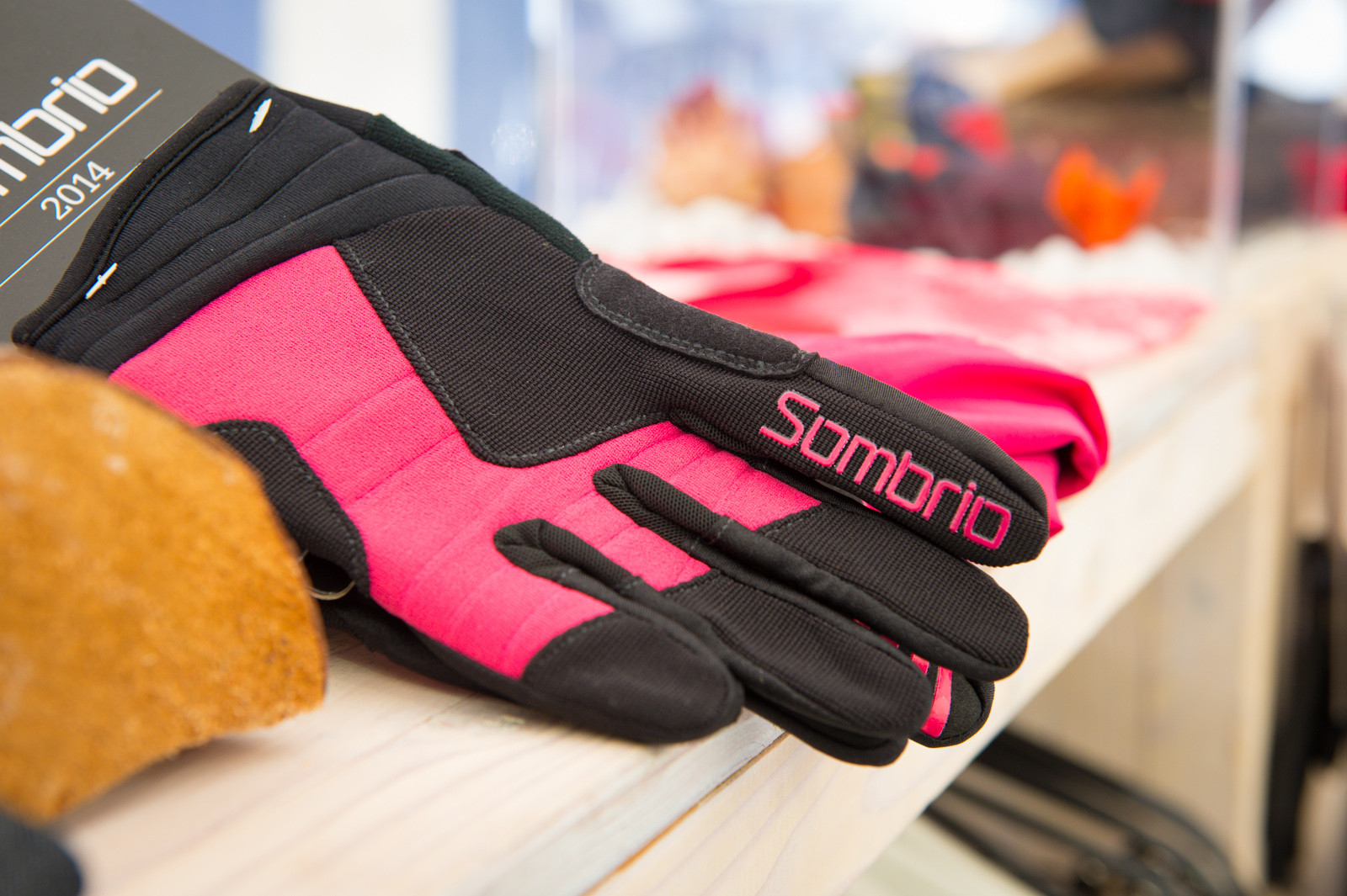 2014 Sombrio Women's Ruckus Glove - 2014 Mountain Bike Apparel & Protection at Eurobike 2013 - Mountain Biking Pictures - Vital MTB
