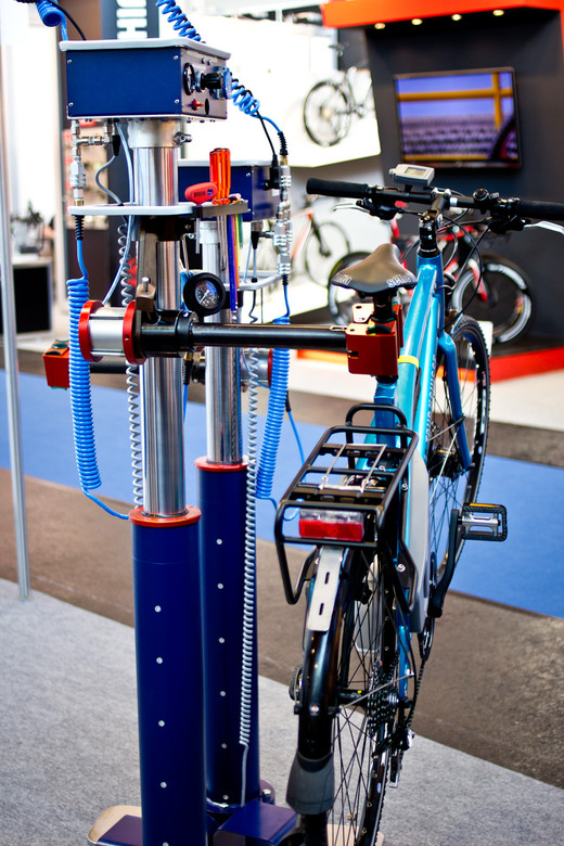 Hydraulic Bike Lift - 2014 Mountain Bike Components at Eurobike 2013 - Mountain Biking Pictures - Vital MTB