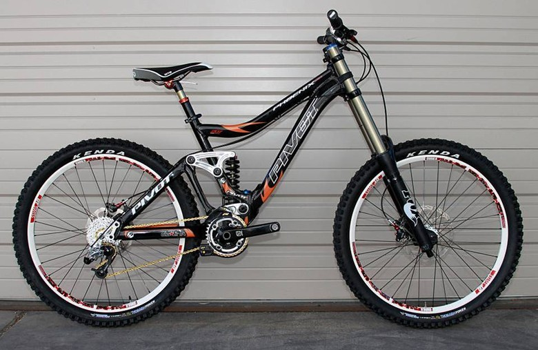 Pivot Phoenix DH - Design Details - 2011 Pivot Phoenix DH Bike - Mountain Biking Pictures - Vital MTB