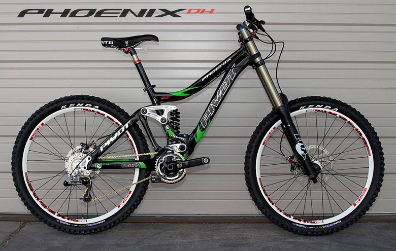 Pivot Phoenix DH - Not a Sunday... - 2011 Pivot Phoenix DH Bike - Mountain Biking Pictures - Vital MTB