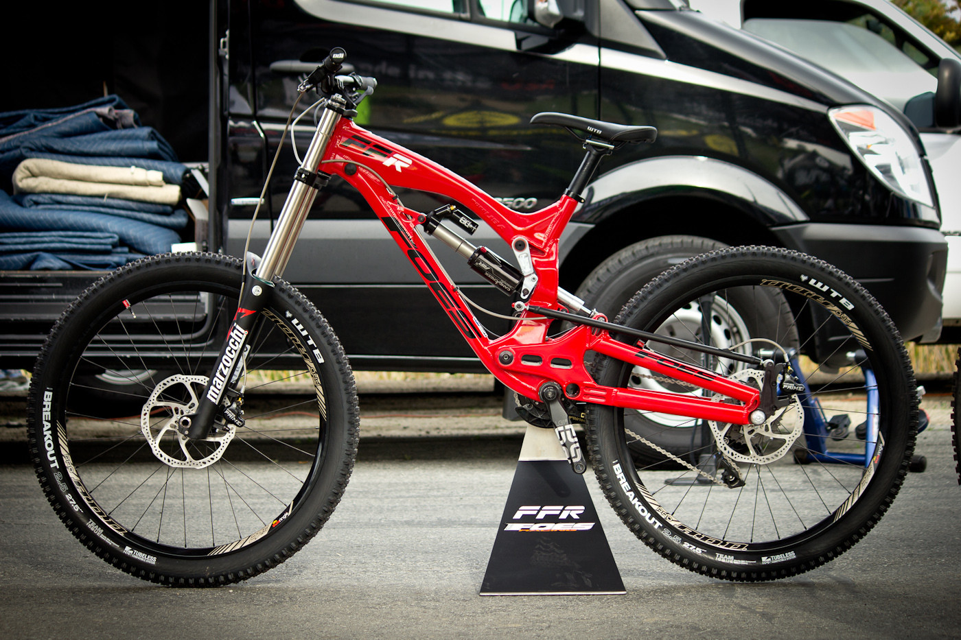 Prototype 2015 Foes FFR Downhill Bike - Sea Otter Classic - 2014 Sea Otter Classic Pit Bits - 1st Edition - Mountain Biking Pictures - Vital MTB