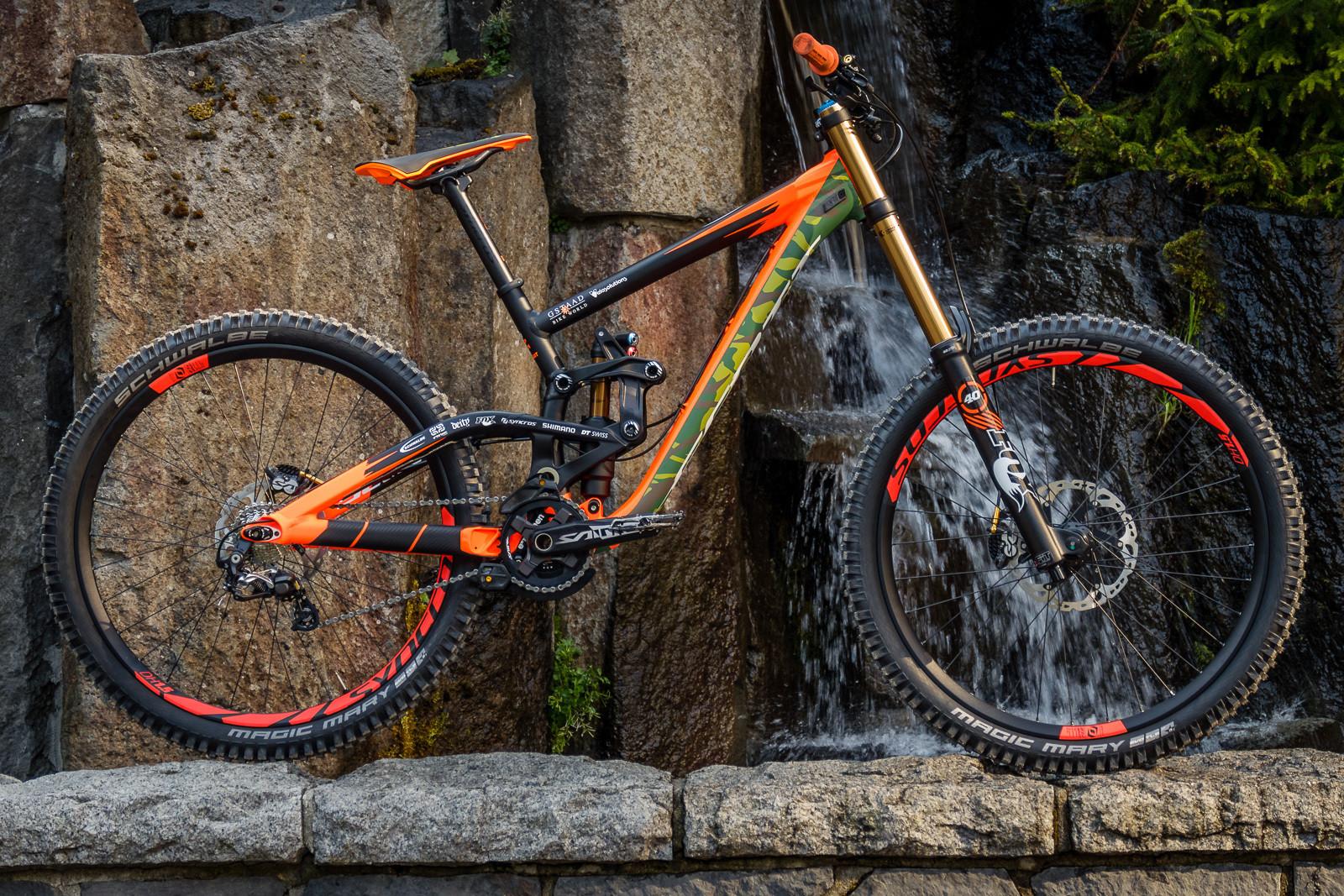 Pro Bike Check: Brendan Fairclough's Rampage Scott Gambler ...