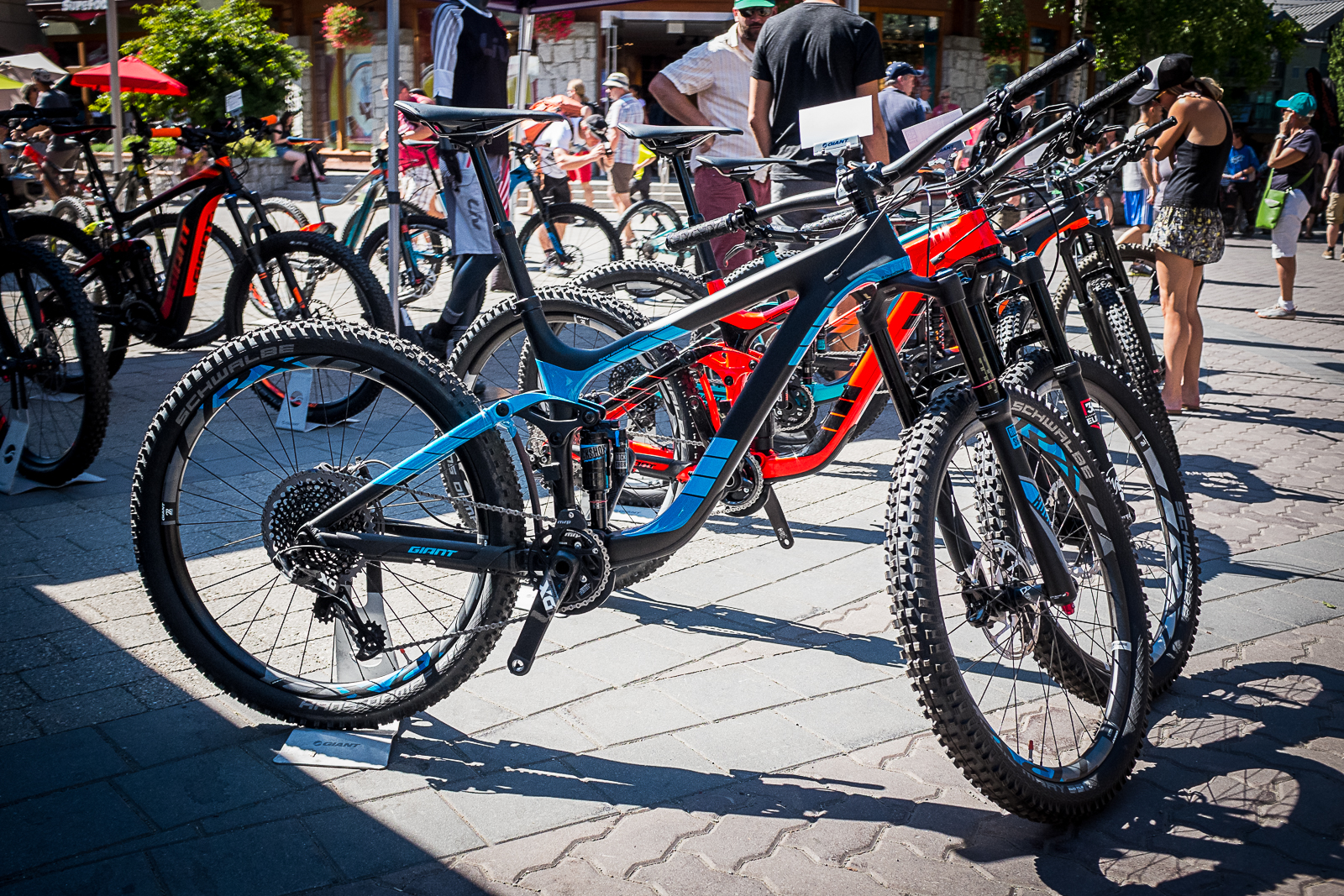 427a0bd59a6 The Giant Reign Advanced 0 features an advanced-grade composite frame,  160mm of Maestro suspension, a RockShox Lyrik RCT3 Solo Air (160mm) with  Boost ...