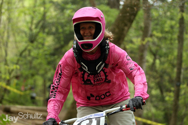 Heither Schultz at ESTU DH - waterdog - Mountain Biking Pictures - Vital MTB