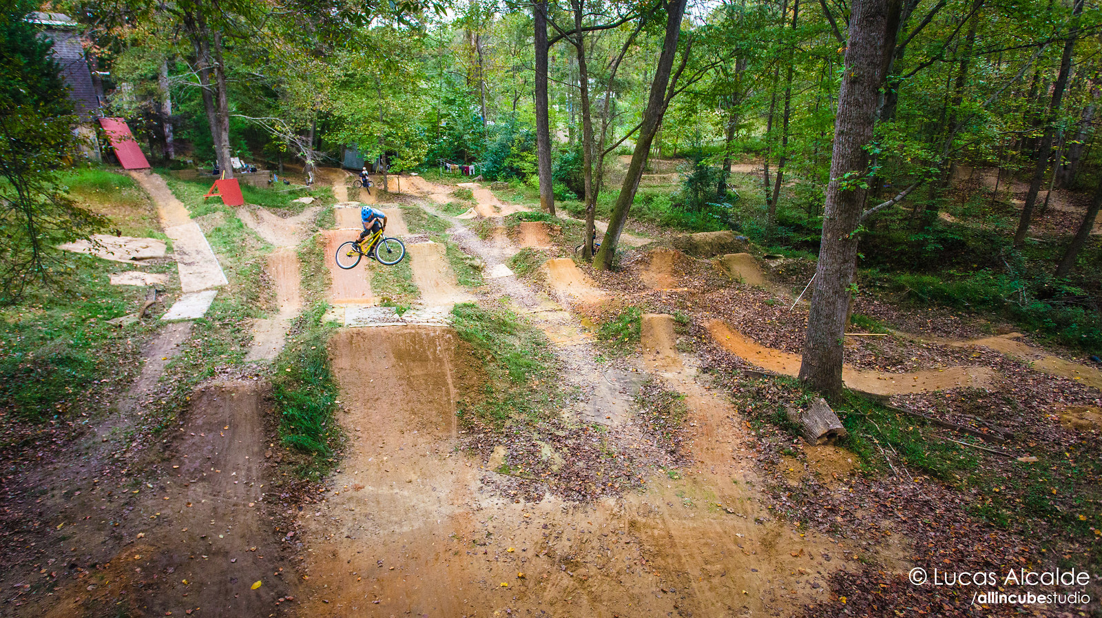 Brad's Backyard - a playground for bikers - Lucas_Alcalde - Mountain Biking Pictures - Vital MTB
