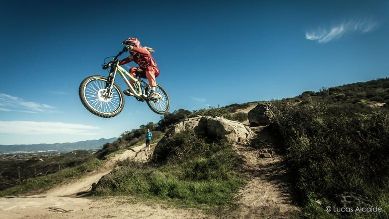 She's got skills - Luana Oliveira - Lucas_Alcalde - Mountain Biking Pictures - Vital MTB