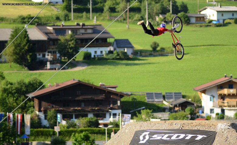 Szymon Godziek with his Solid Supermans and a Cashroll Video - NorbertSzasz - Mountain Biking Pictures - Vital MTB