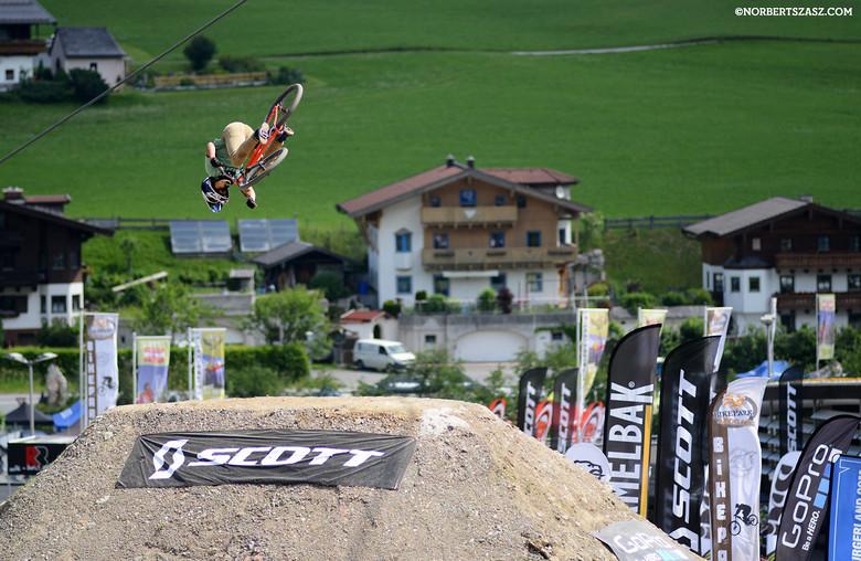 Antoine Bizet - NorbertSzasz - Mountain Biking Pictures - Vital MTB