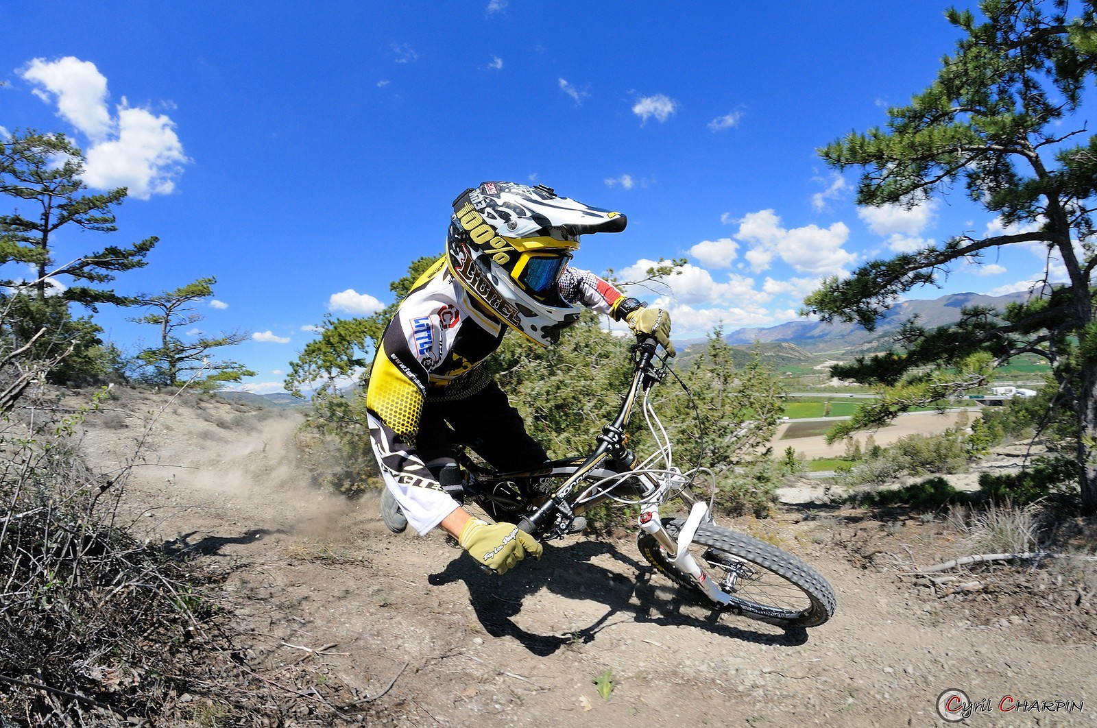 Curve attack - Cyril Charpin - Mountain Biking Pictures - Vital MTB