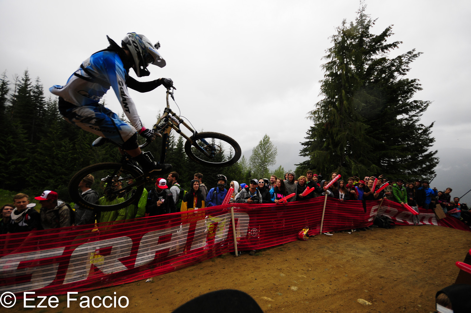 Giant Rider whiping - ezefaccio - Mountain Biking Pictures - Vital MTB