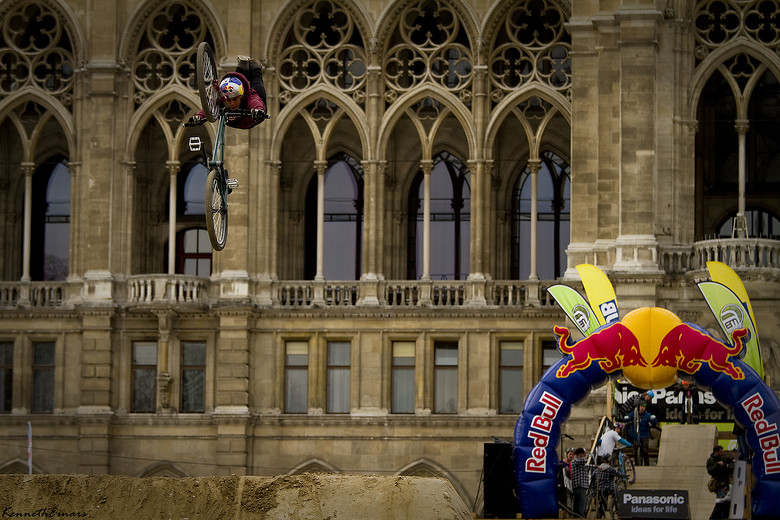 Szymon Godziek superman in Vienna - Kenneth Einars - Mountain Biking Pictures - Vital MTB