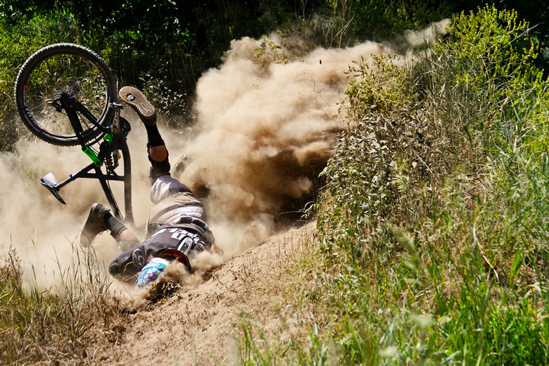 Resultado de imagen de mountain bike crash