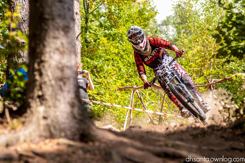 Gravity Revolt rider comes out of trun - damian.jaromin - Mountain Biking Pictures - Vital MTB
