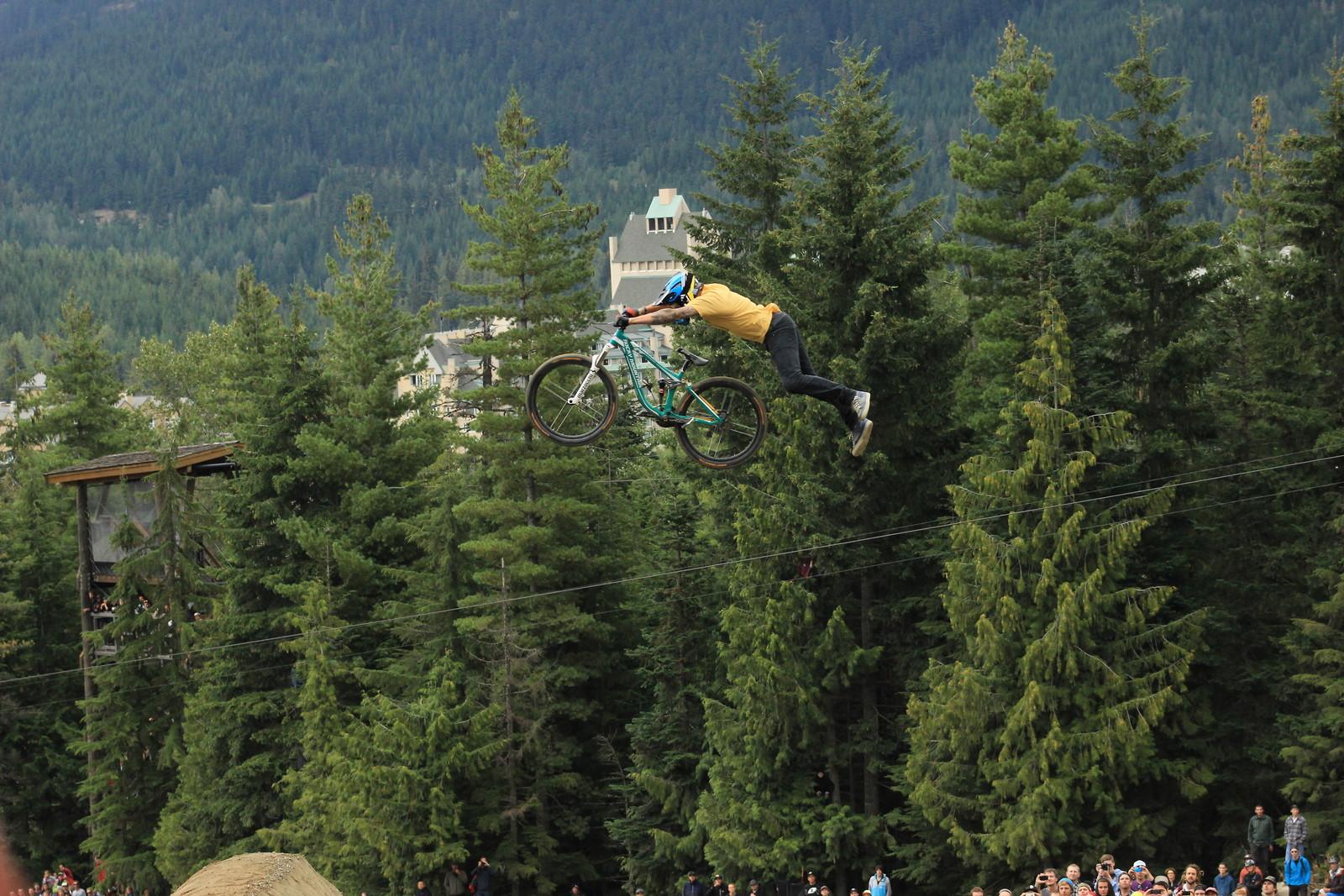 Superman - el_guapo_goro - Mountain Biking Pictures - Vital MTB