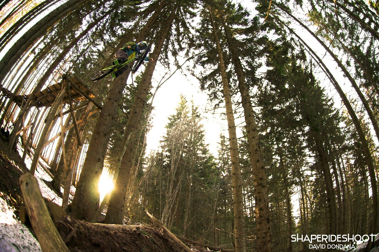 David-dessous-gros-shore - ShapeRideShoot - Mountain Biking Pictures - Vital MTB