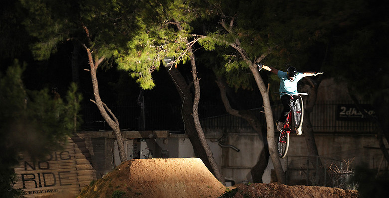 tuck no hander. Kostantinos Poulopoulos - kos - Mountain Biking Pictures - Vital MTB