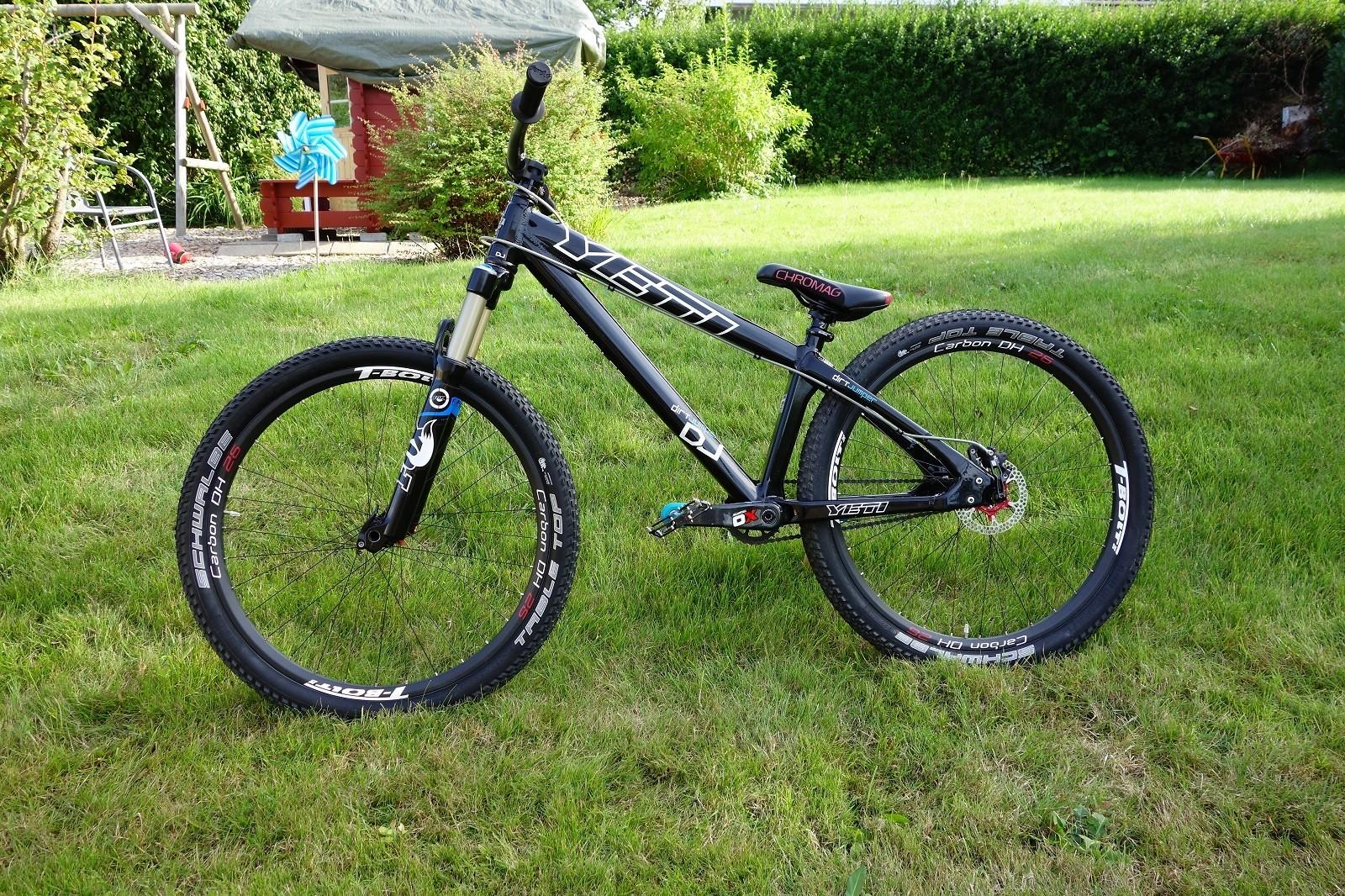 Yeti Dj Loads Of Custom Parts Hollen S Bike Check Vital Mtb