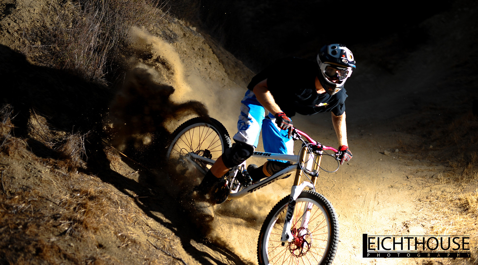 Flash practice with Turner racings Mike Daniels - LeichtHouse photography - Mountain Biking Pictures - Vital MTB