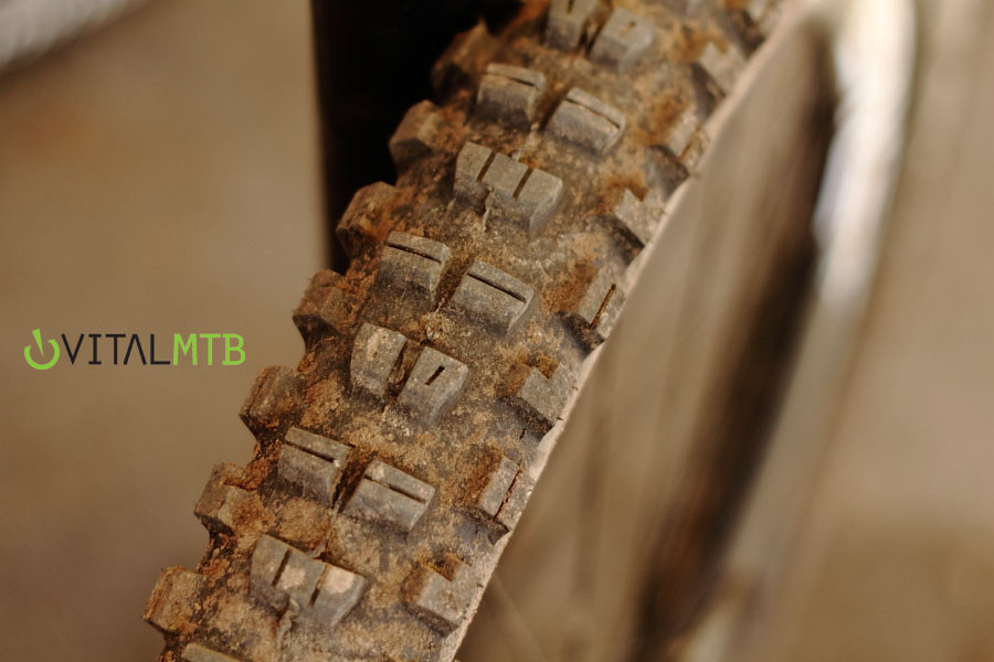 Prototype Maxxis Minion 2 DH Tire - Prototype Maxxis Minion 2 on Minnaar's Bike - Mountain Biking Pictures - Vital MTB