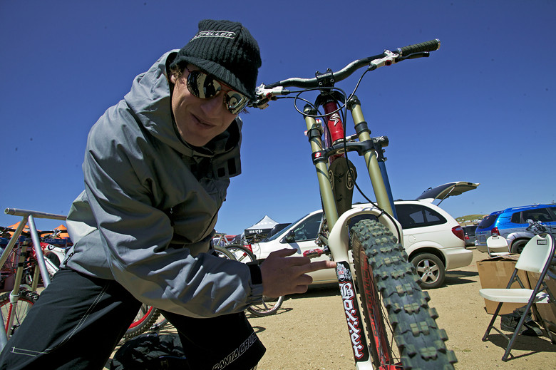 Steve Peat with Custom BoXXer Fork Decals - Sea Otter Classics, 2007 - Mountain Biking Pictures - Vital MTB