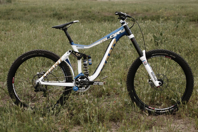 Andrew Neethling's 2012 Giant Glory World Cup Race Bike - Andrew Neethling's 2012 Giant Glory and Reign Bikes - Mountain Biking Pictures - Vital MTB
